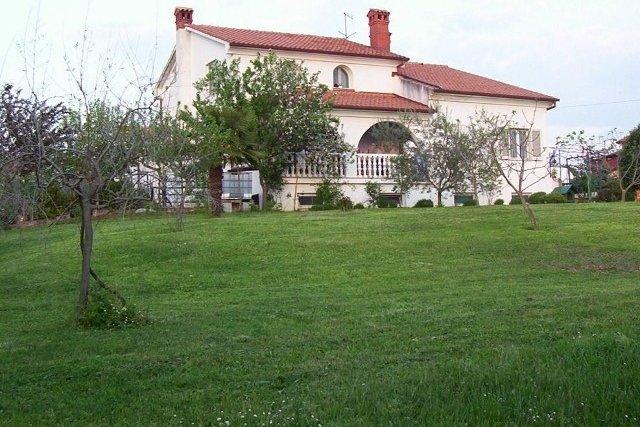 La casa grande con belissimo tereno edificabile