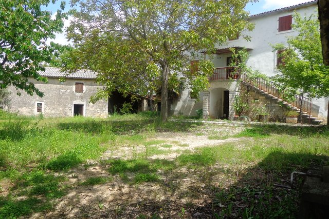 Istrian Stone house with small stone houses and big garden