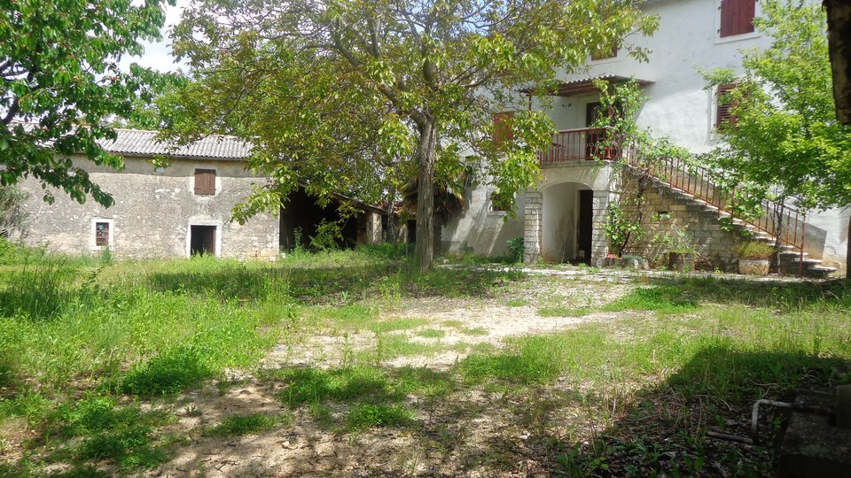 Istrischer große Anwesen  mit Steinhaus und anderen hauser