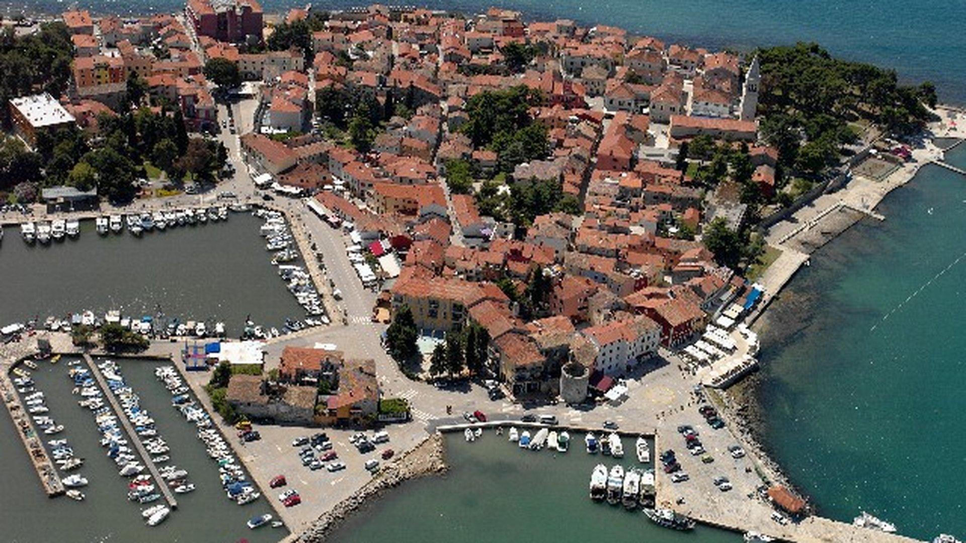 Haus in der ersten Reihe zum Meer in der Nähe von Novigrad