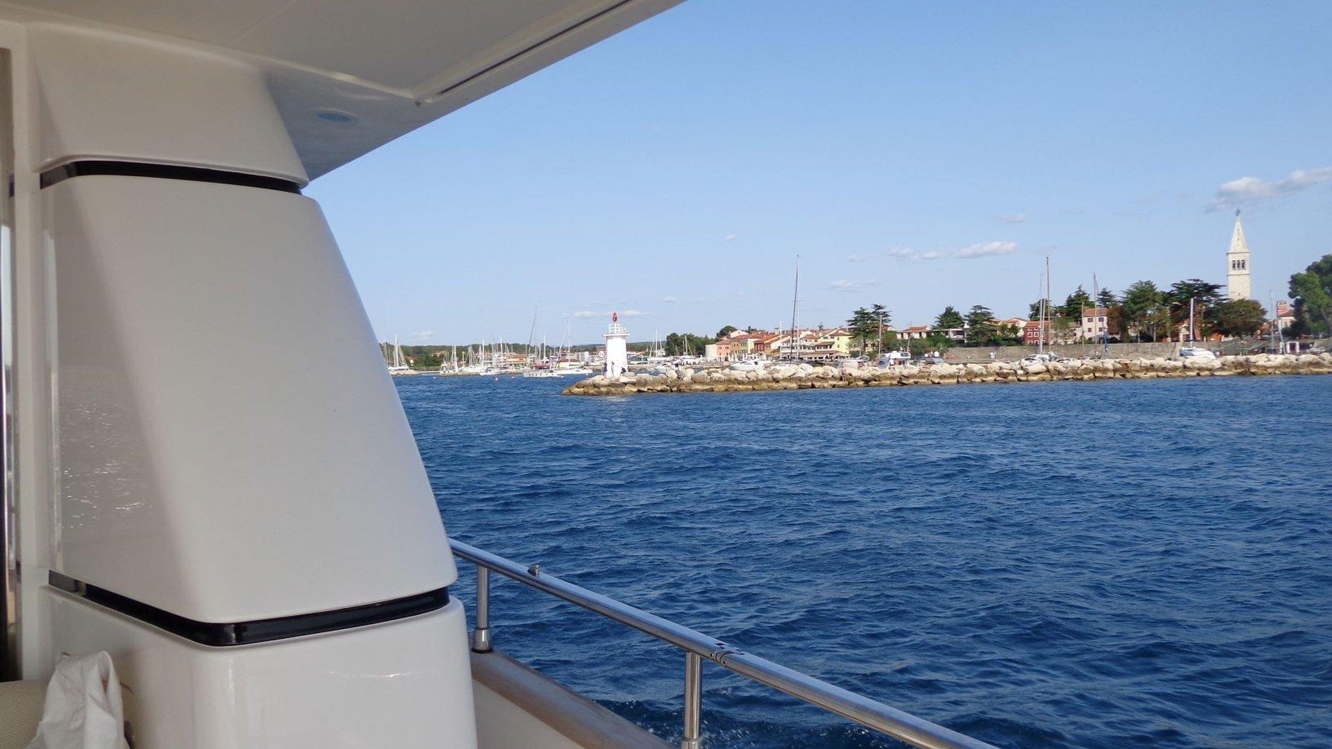 Terreno edificabile in prima linea  al mare in una posizione attraente vicino a Cittanova